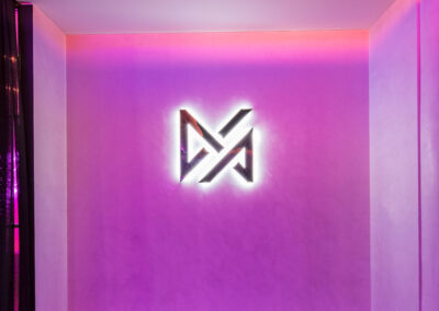 10-Vive-Logo Wall-01