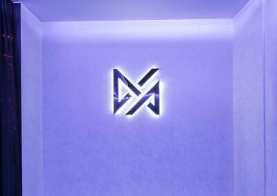 15-Vive-Logo Wall-02