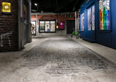 03-Madame Tussauds-Themed Floor