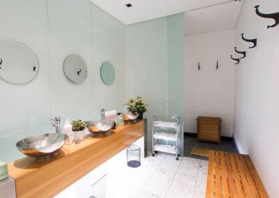 06-Scenic Cycle-Bathroom 01